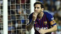 Reaksi gembira Lionel Messi saat laga Barcelona kontra Valencia, di Mestalla (7/10/2018).  (AFP / Jose Jordan)