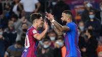 Memphis Depay (kanan) tampil baik saat Barcelona kalahkan Valencia pada pertandingan Liga Spanyol. (LLUIS GENE / AFP)