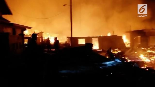 Pulau Bungin di Sumbawa terbakar hebat usai gempa 7 skala richter melanda kawasan itu, tidak ada korban jiwa akibat kejadian itu.