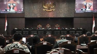 Suasana sidang perdana sengketa Pemilu Legislatif 2019 di Gedung Mahkamah Konstitusi (MK), Jakarta, Selasa (9/7/2019). Sidang perdana kali ini berisi pemeriksaan pendahuluan. (merdeka.com/Iqbal Nugroho)
