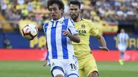 Alfonso Pedraza (kanan) jadi bidikan Real Madrid (JOSE JORDAN / AFP)