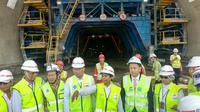 Kunjungan kerja Menteri BUMN Rini Soemarno di Tunnel Walini, Bandung Barat, Jawa Barat, Selasa (14/5/2019). Liputan6.com/Maulandy