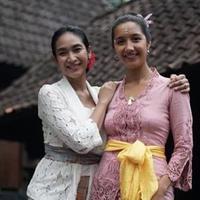 Happy Salma dengan adik iparnya (Instagram/happysalma)