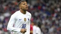Striker Prancis, Kylian Mbappe, saat melawan Bulgraria pada laga uji coba terakhir jelang Euro 2020 di Stade de France, Rabu (9/6/2021). Prancis menang dengan skor 3-0. (AP/Francois Mori)