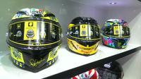 Helm Valentino Rossi bernama AGV Pista GP dan Corsa di IMOS 2016.