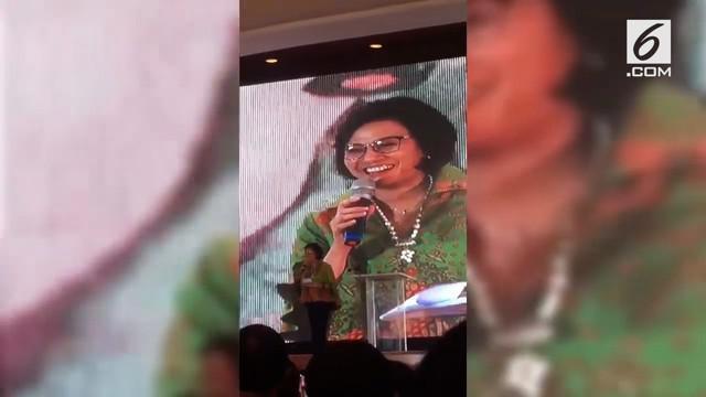 Tampil saat acara perayaan Natal di Kementerian Keuangan, Sri Mulyani turut menyanyikan sebuah lagu berjudul 'White Christmas'.