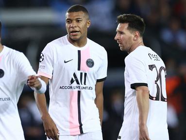 Tampil dengan formasi terbaiknya, termasuk menurunkan trio MMN, Lionel Messi, Kylian Mbappe dan Neymar, Paris Saint-Germain (PSG) hanya mampu bermain imbang 1-1 dengan tuan rumah Brugge dalam matchday pertama Grup A Liga Champions 2021/2022, Rabu (15/9/2021). (Foto: AFP/Kenzo Tribouillard)