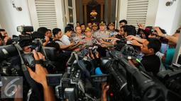 Irjen Tito Karnavian menjawab pertanyaan wartawan usai rapat dengan Basuki T Purnama di Balaikota, Jakarta, Senin (15/6/2015). Pertemuan ini digelar dalam rangka Rapat Forkopimda (Forum Komunikasi Pimpinan Daerah).  (Liputan6.com/Faizal Fanani)