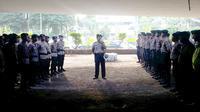 Aparat kepolisian masih menjaga ketat Kampus A Universitas Trisakti di kawasan Grogol, Jakarta Barat. (Liputan6.com/Muslim AR)