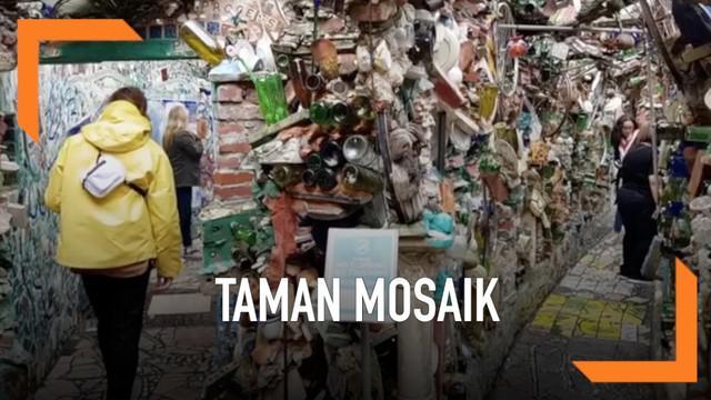 Seniman Isaiah Zagar membuat karya yang unik yakni taman mosaik dari barang bekas. Ia membutuhkan waktu selama 20 tahun untuk menciptakan karya seni ini.