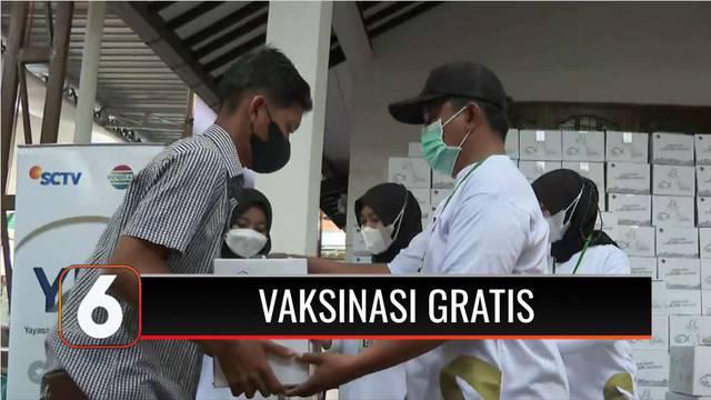 Emtek Grup menggelar vaksin gratis bagi warga di Kabupaten Kendal, Jawa Tengah. Untuk pertama kalinya kegiatan vaksinasi ini digelar oleh pihak swasta.