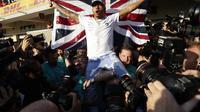 Pembalap Mercedes Lewis Hamilton merayakan gelar juara Formula 1 (F1) 2019 usai GP AS. (AP Photo/Eric Gay)