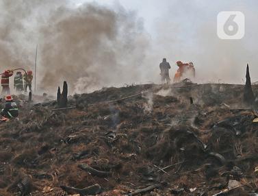 Api di Lokasi Kebakaran Lapak Ban Bekas Belum Padam
