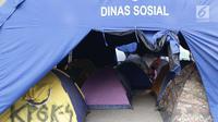 Tenda pencari suaka didirikan di dalam tenda bantuan dinas sosial di halaman bekas Markas Kodim di kawasan Kalideres, Jakarta, Selasa (16/7/2019). Sebelumnya, para pencari suaka dari berbagai negara berkonfilk ini tinggal di trotoar dan pinggir jalan Kebon Sirih. (Liputan6.com/Helmi Fithriansyah)