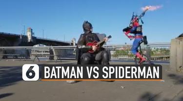 Biasanya superhero beraksi melawan kejahatan. Tetapi superhero ini malah bertarung memainkan alat musik.