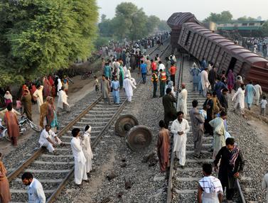 20160915-Tabrakan Dua Kereta di Pakistan-Pakistan