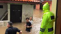 Banjir merendam kawasan Petogogan, Jakarta Selatan. (Twitter @tmcpoldametro)