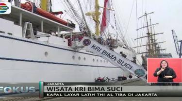 Dalam rangka Hari Anak Internasional, TNI Angkatan Laut pamerkan KRI Bima Suci di Tanjung Priok, Jakarta Utara.