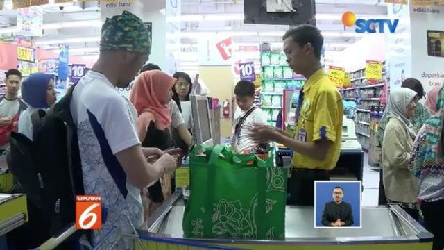 Pemerintah Kota Bogor larang penggunaan kantong plastik untuk mengurangi sampah.