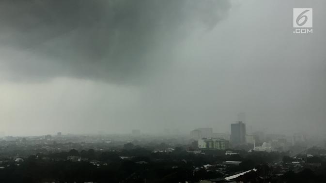 Cuaca Hari Ini: Jkrta Berpotensi Hujan Disertai Petir Dan Angin Kencang