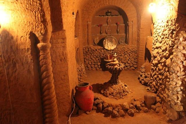 Kuil bawah tanah buatan Levon/copyright odditycentral.com/Facebook.com/Levon's Divine Underground
