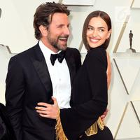 Aktor Bradley Cooper dan Irina Shayk  menghadiri perhelatan Oscar 2019 di Dolby Theatre, Los Angeles, Minggu (24/2). Bradley Cooper tampil stunning dengan setelan formal tuksedo warna hitam, lengkap dengan dasi kupu-kupu. (Jordan Strauss/Invision/AP)