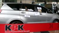 Tersangka suap pengadaan bantuan sosial penanganan COVID-19, Harry van Sidabukke menjalani rekonstruksi perkara di Gedung KPK, Jakarta, Senin (1/2/2021). Rekonstruksi digelar untuk mengumpulkan bukti tambahan terkait suap pengadaan bansos penanganan COVID-19. (Liputan6.com/Helmi Fithriansyah)