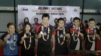 Mohammad Ahsan/Hendra Setiawan tiba di Jakarta setelah meraih gelar Juara Dunia 2019. (Bola.com/Yoppy Renato)