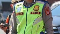 Kepala Unit Registrasi dan Identifikasi Polres Garut IPTU Trias Karso Y. S.Tr.K mengatakan untuk memberikan kemudahan bagi masyarakat saat PPKM darurat, lembaganya memberikan dispensasi perpanjangan SIM yang telah kadaluarsa saat aturan itu berlangsung. (Liputan6.com/Jayadi Supriadin)