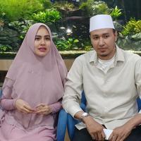 Kartika Putri dan Habib Usman Bin Yahya (Muhammad Akrom Sukarya/© KapanLagi.com)