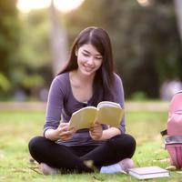 Hobi Membaca Buku? Ini Manfaatnya bagi Kesehatan Anda