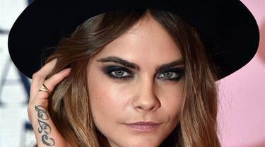 8 Selebriti Hollywood Dengan Bentuk Alis Memukau