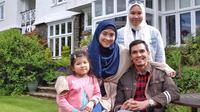 Adrian Maulana bersama sang istri dan kedua buah hati. (dok. Instagram @adrianmaulana/https://www.instagram.com/p/BymxCFtFv2Z/Putu Elmira)