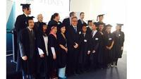 Banyaknya lulusan wisudawan asal Indonesia ini mengundang decak kagum para undangan yang umumnya para anggota korps konsulat asing di Sydney