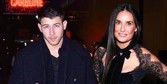 Demi Moore sepertinya memang menyukai pria yang lebih muda. Kini ia dikabarkan berkencan dengan Nick Jonas. (HollywoodNews)