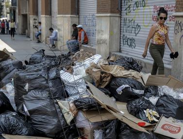Petugas Mogok Kerja, Sampah Berserakan di Kota Santiago