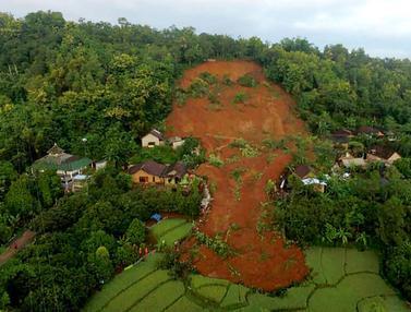 FOTO: Penampakan Kerusakan Akibat Longsor Nganjuk