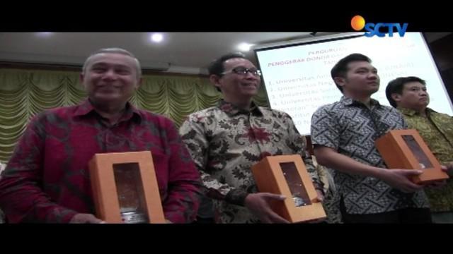 Melalui Yayasan Pundi Amal Peduli Kasih, SCTV dan Indosiar dinilai sebagai stasiun televisi penggerak kepedulian sosial.