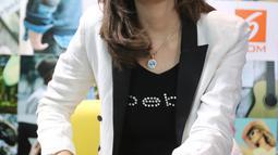Penyanyi dangdut Hesty klepek klepek mencurahkan isi hati pada saat wawancara di kantor Liputan6.com,Jakarta, Rabu  (24/2). Hesty Klepek Klepek Menangis Dituding Terlibat Prostitusi. (Liputan6.com/Herman Zakharia)