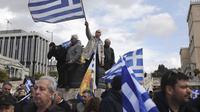 Demonstran mengepung ibu kota Yunani, Athena, dalam aksi protes menentang penggunaan nama Makedonia oleh negara tetangga (AP/Yorgos Karahalis)