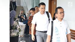 Terdakwa dugaan suap pengadaan satelit monitoring Bakamla, Fayakhun Andriadi bersiap menjalani sidang tuntutan di Pengadilan Tipikor, Jakarta, Rabu (21/11). Fayakhun divonis bersalah dan dihukum delapan tahun penjara. (Liputan6.com/Helmi Fithriansyah)