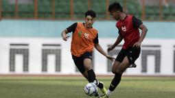 Pemain Timnas Indonesia U-19, Jack Brown, saat mengikuti internal games di Stadion Wibawa Mukti, Cikarang, Rabu (15/1). Sebanyak 53 pemain mengikuti seleksi untuk memperkuat skuat utama Timnas Indonesia U-19. (Bola.com/Yoppy Renato)
