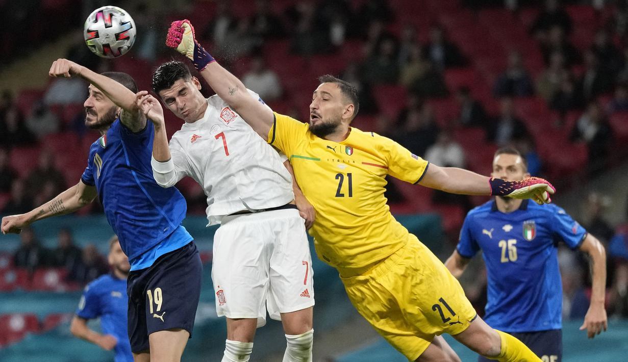 Penjaga gawang Italia sekaligus pemain terbaik Euro 2020, Gianluigi Donnarumma (21) menjadi pemain dengan torehan waktu tampil terlama yaitu 719 menit dari tujuh laga yang dimainkannya. Ia tercatat melakukan tiga kali clean sheet dan hanya empat kali kebobolan. (Foto: AFP/Pool/Frank Augstein)