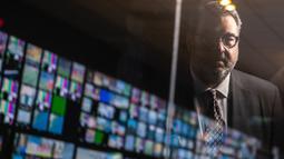 Yiannis Exarchos, CEO Olympic Broadcasting Services (OBS), terlihat di jendela saat ia berpose untuk foto setelah wawancara dengan AFP di studio OBS, International Broadcast Center (IBC), Tokyo pada 28 Juli 2021. selama Olimpiade Tokyo 2020. (AFP/Philip Fong)