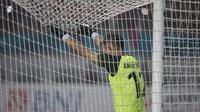Kiper Indonesia, Andritany Ardhiyasa, saat melawan Uni Emirat Arab (UEA) pada laga Asian Games di Stadion Wibawa Mukti, Jawa Barat, Jumat (24/8/2018). Indonesia kalah adu penalti dari UEA. (Bola.com/Vitalis Yogi Trisna)