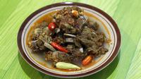 Tengkleng Yu Tentrem merupakan alah satu kuliner khas Solo yang menjadi langganan keluarga Cendana dan Sultan Hamengkuwobono X.(Liputan6.com/Fajar Abrori)
