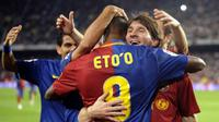 FC Barcelona's Samuel Eto'o (C) celebrates with teammate Leo Messi after scoring against Betis during their Spanish League football match at Camp Nou stadium in Barcelona, September 24, 2008./LLUIS GENE