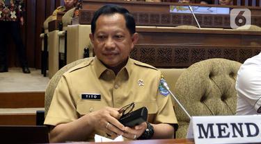 Menteri Tito Rapat Kerja dengan Komisi II DPR