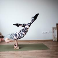 Tak hanya sehat untuk tubuh, yoga juga bisa bikin kulit sehat dan cantik. (Foto: unsplash.com)