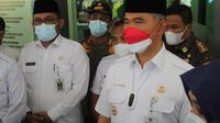 Wali Kota Jambi Syarif Fasha (kanan) saat memberikan keterangan pers. (Liputan6.com/istimewa)